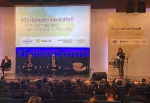 Presidente da Embratur, Teté Bezerra, discursa durante a cerimônia de abertura do evento