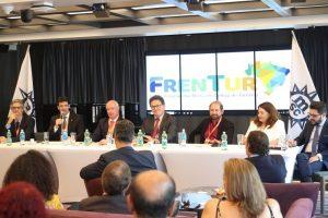 Ministros Marcelo Antônio e Vinicius Lummertz durante o primeiro encontro oficial de transição da Pasta